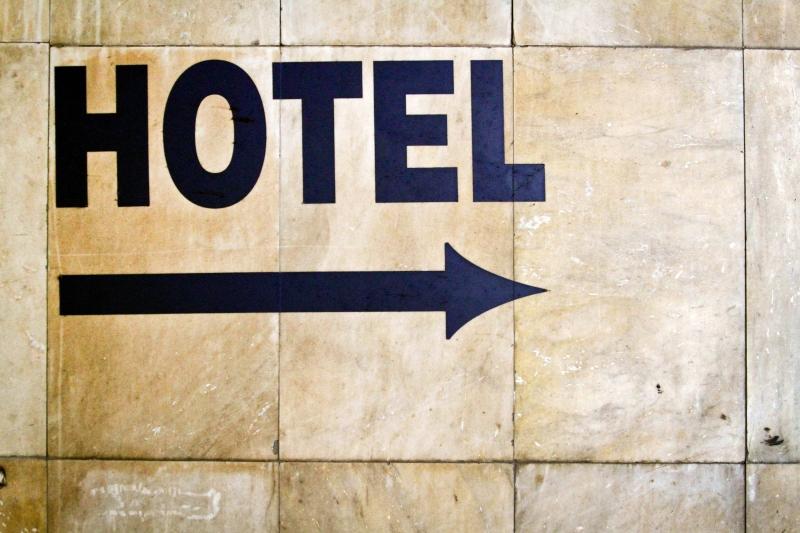 4558236-hotel-skyltning